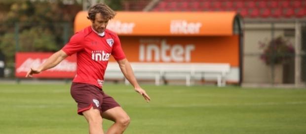 Lugano é um dos jogadores cujo contrato termina no final do ano