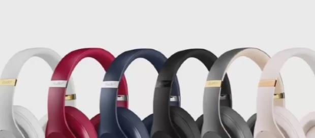 New Beats Studio 3 Wireless headphones - YouTube/USA news & more Channel