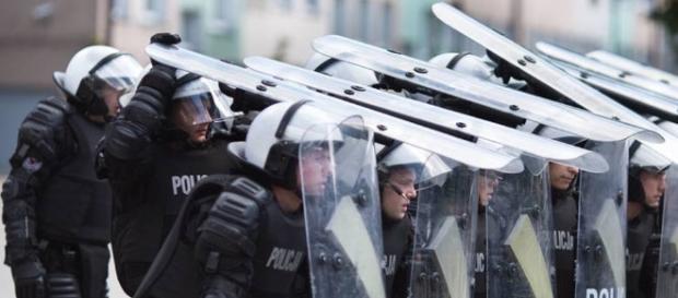 Przed policją stanęło trudne zadanie, ale poradzili sobie i z działaczami PiS-u (fot. gp24.pl)