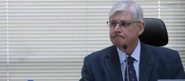 Rodrigo Janot cai em crise de choro