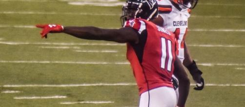 Julio can point at whoever he wants. Erik Drost via Wikimedia Commons