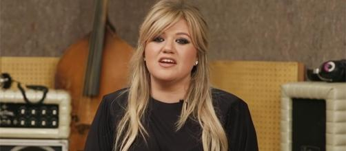 Kelly Clarkson is gearing up to release her first record under the Atlantic label this October. (YouTube/Entertainment Weekly)