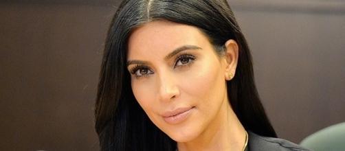 Kim Kardashian continua sempre ousada em suas fotos (Foto: REX)