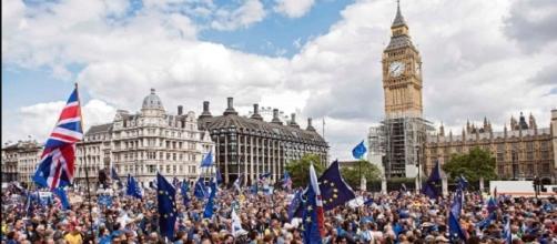 Milhares de pessoas protestam contra Brexit em Londres