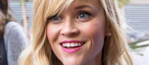 Reese Witherspoon oddly overweight on Glamour after weight loss? Source Wikimedia dtstuff9