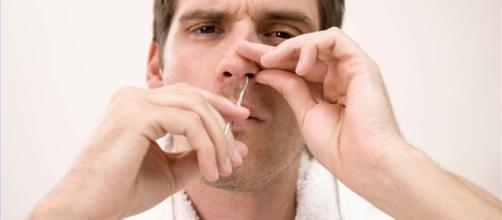 Saiba dos perigos de se depilar o nariz