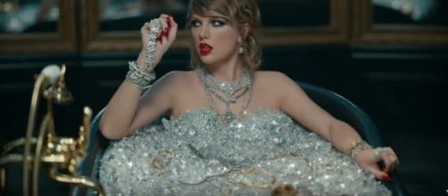 Taylor Swift is about to show out her boyfriend. Image[Taylor Swift-YouTube]