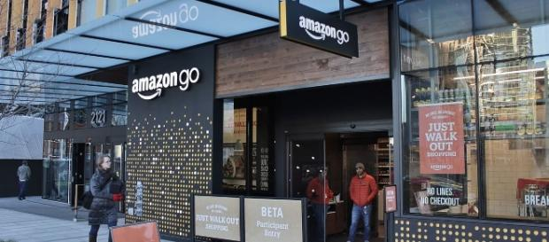 Amazon Go Smart Store (SounderBruce wikimedia)