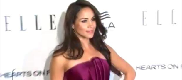 Meghan Markle shows her love for Prince Harry in an interview Image Entertainment Tonight-youtube screenshot