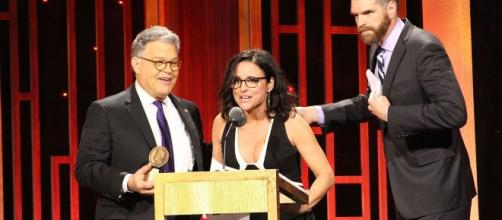 Al Franken presents a Peabody award to Julia Louis-Dreyfus and Timothy Simons from VEEP. Photo: Peabody Awards/Creative Commons