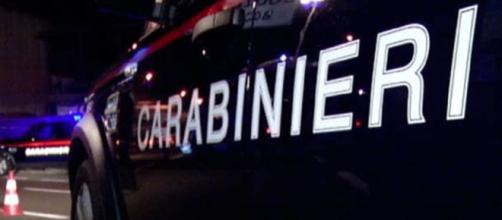 Auto dei carabinieri in notturna
