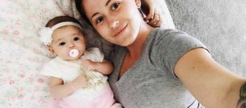 Jenelle Evans poses with daughter Ensley. [Photo via Instagram]