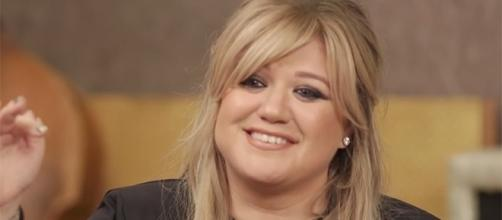 "Kelly Clarkson is set to release her first record under Atlantic Records, ""Meaning of Life,"" next month. (YouTube/Entertainment Weekly)"