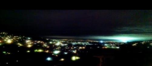 Le misteriose luci nel cielo durante il terremoto.