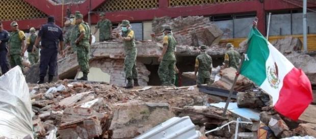 El Ejército Nacional busca heridos en los escombros