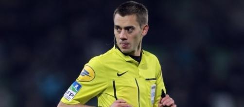 Clément Turpin, un arbitre dans le collimateur pour le match OL-Angers - bfmtv.com