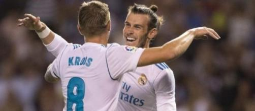 Kroos y Bale celebran uno de los goles del Real Madrid