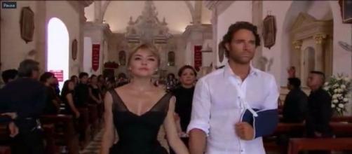 Montserrat aparece de mãos dadas a Alessandro na cena final