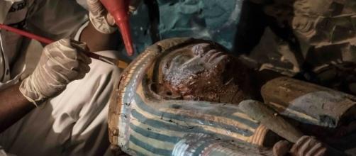 Sarcofago in legno ritrovato nella tomba di Amenemhat (foto: Khaled Desouki/AFP/Getty Images)