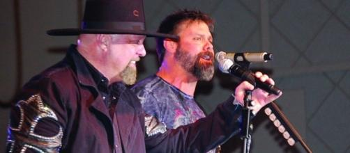Troy Gentry and Eddie Montgomery on stage https://c1.staticflickr.com/6/5091/5409477691_792e8770ab_b.jpg