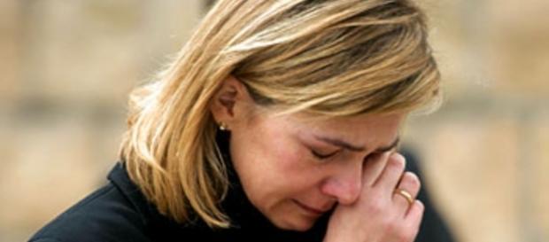 La infanta Cristina de España llorando.
