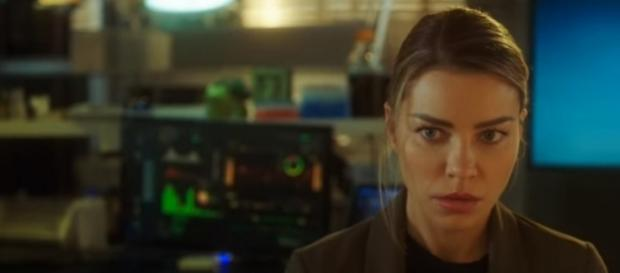 "Lauren German returns as Chloe Decker in ""Lucifer"" Season 3. (Photo:YouTube/TVPromosDB)"