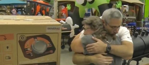 Ramon Santiago gave Pam Brekke his generator, needed for her sick father-in-law [Image: Facebook video/TODAY]
