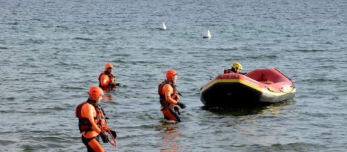 Si getta in mare dopo una lite col fidanzato, 30enne dispersa