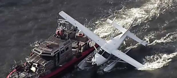 Hidroavión ameriza de emergencia en Nueva York | Televisa News - televisa.com