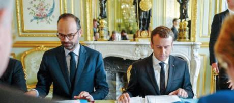 La popularité d'Emmanuel Macron et Edouard Philippe repart à la ... - challenges.fr