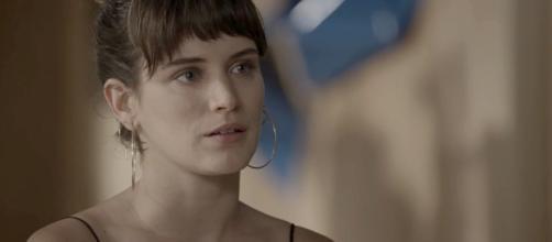 Clara vai com tudo pra cima de Fabiana