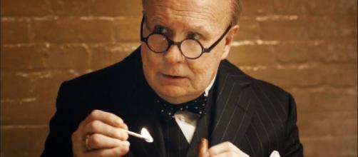 Gary Oldman como Churchill en 'El instante más oscuro'. Fotograma oficial del tráiler