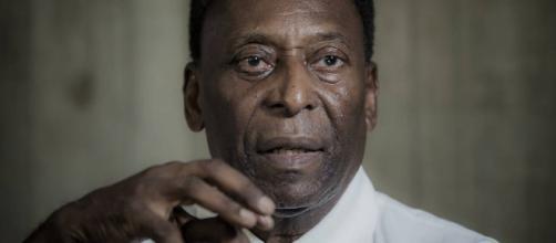 Pelé sofre queda em casa e preocupa internautas
