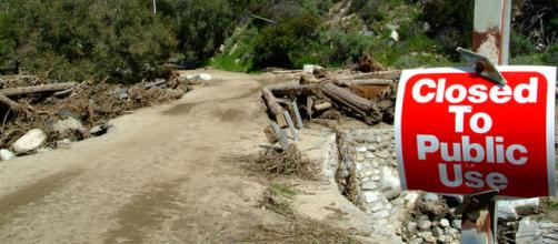 Road closed due to flooding, mudslides and landslides in California (Image credit – Adam DuBrowa, Wikimedia Commons)