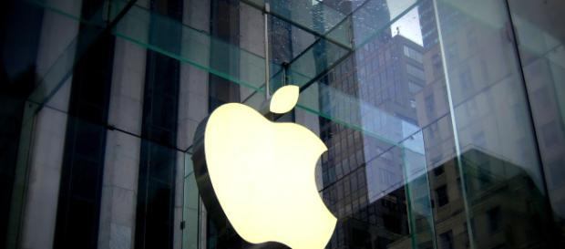 The Apple Company. -[Image Credit: Matias Cruz / http://www.pixabay.com]
