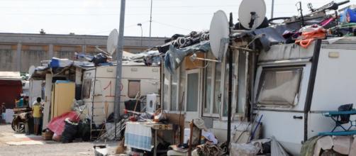 Bonus da 10.000 euro per le famiglie Rom che lasceranno i campi nomadi.