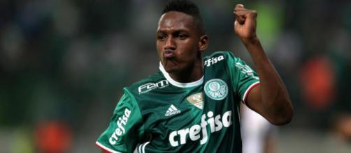Yerry Mina, esperando acuerdo del Palmeiras para jugar en el Barcelona