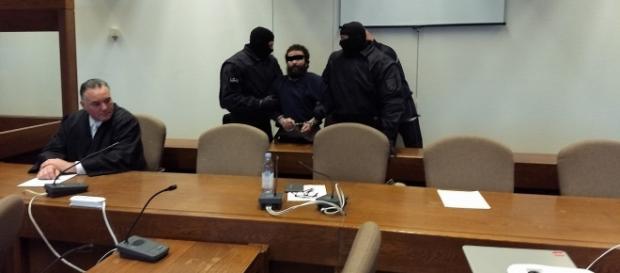 Der 35-jährige Marokkaner kämpfte mit aller Macht gegen die Beamten - Foto: Sigrid Schulz