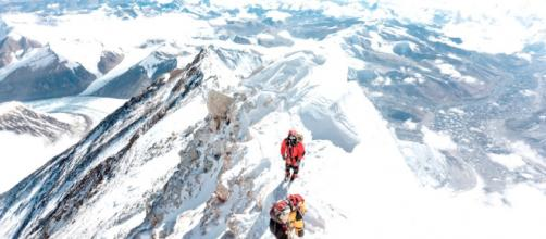 Karina e PembaSherpa no Everest
