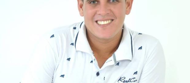 Garoto humilde de Campo Formoso faz sucesso com as antigas músicas de KLB.