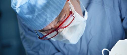 Chirurgo-Zorro lascia la sua firma sugli organi dei pazienti - improntaunika.it