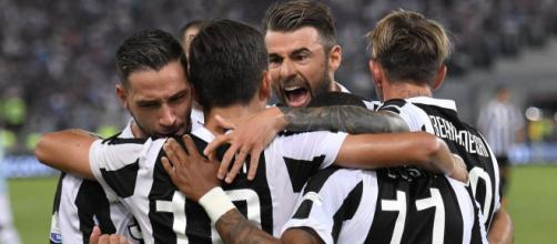 I giocatori della Juventus festeggiano dopo un gol