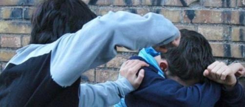"""Napoli, difende clochard e viene picchiato da baby-gang: """"Li perdono"""" - fanpage.it"""