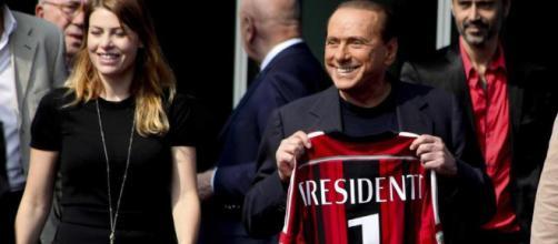 Silvio Berlusconi e la figlia Barbara in una foto del 2014, in occasione dell'inaugurazione della sede dell'A.C. Milan