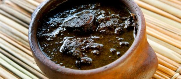 Maniçoba - folha da mandioca (maniva) triturada com carnes salgadas