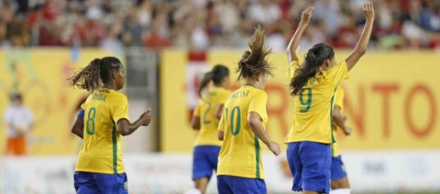 Futebol feminino no Brasil não tem o mesmo espaço do masculino