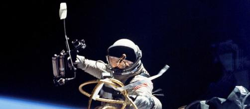 Astronaut performing a spacewalk (Image credit –Soerfm, Wikimedia Commons)