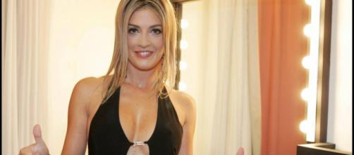 Ève Angeli file le parfait amour avec son nouveau compagnon ... - puretrend.com