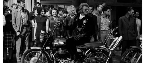 """Johnny Hallyday pendant le tournage du film """"A tout casser"""" en 1967"""