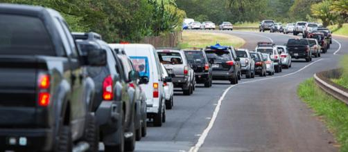 Traffic on a road in Hawaii. [Image credit: Anthony Quintano, Wikimedia Commons]